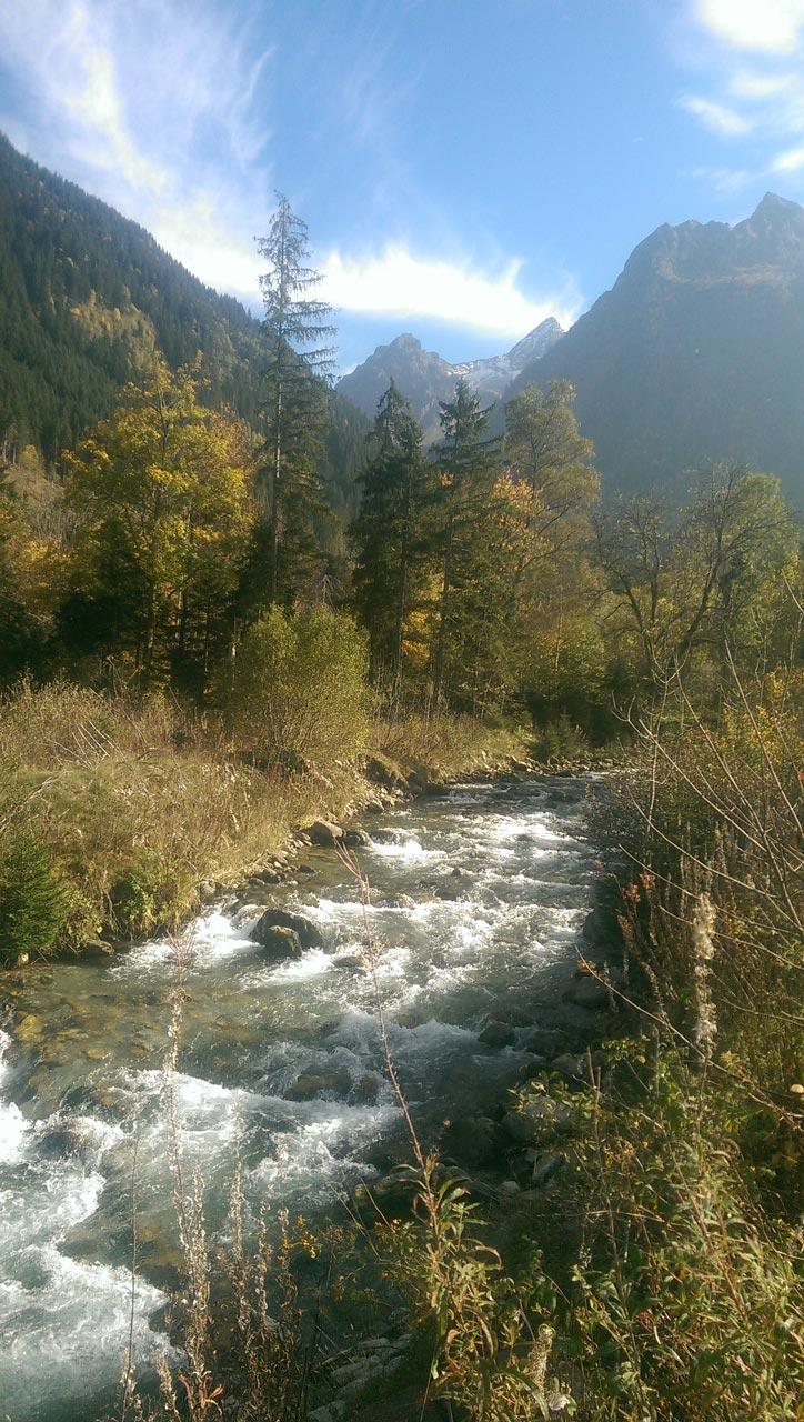 ideal-camping-allevard-belledonne-isere-environnement-alpes-riviere