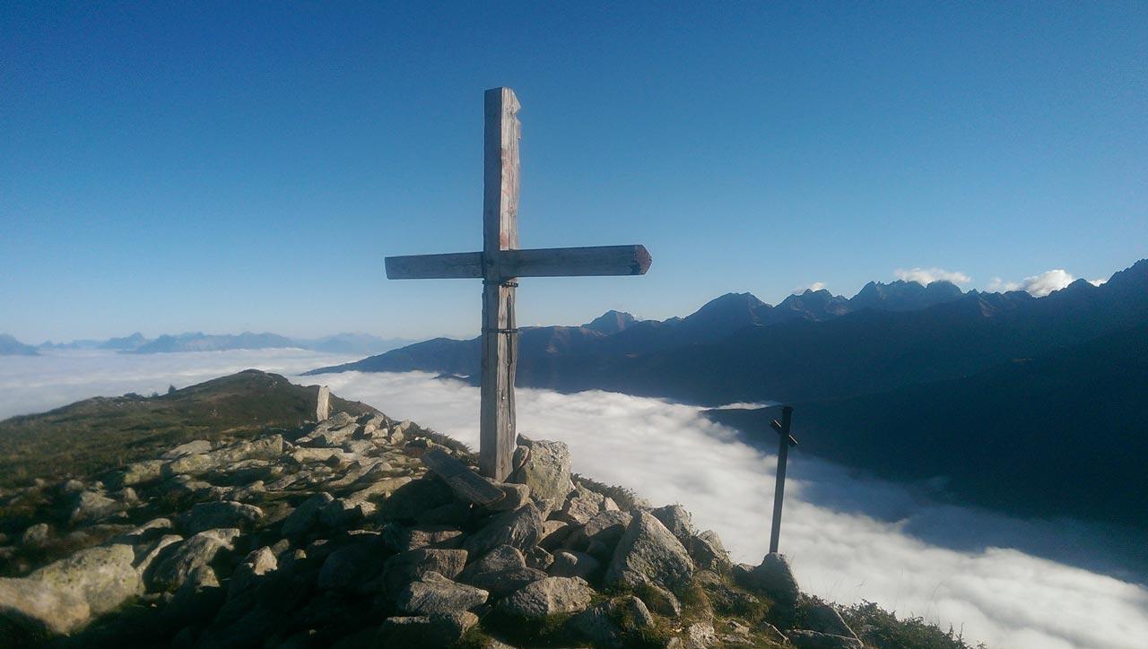 ideal-camping-allevard-belledonne-isere-environnement-montagne-sommet