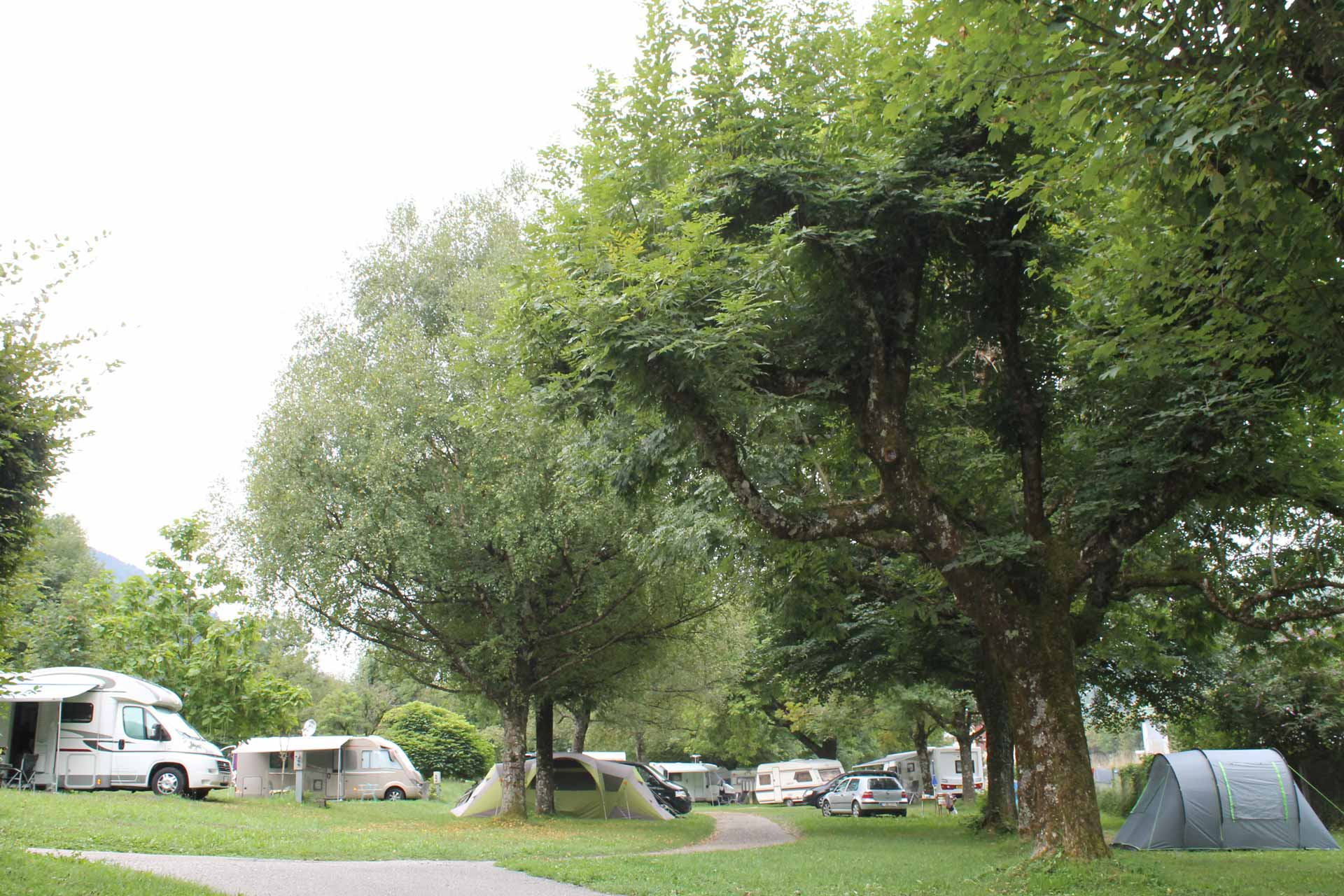 ideal-camping-allevard-belledonne-isere-emplacement2