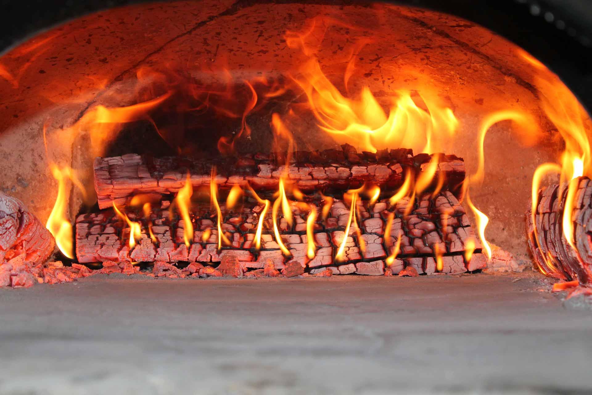 ideal-camping-allevard-belledonne-isere-feu-de-bois